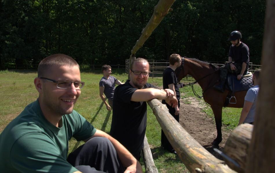 Grupa podczas treningu jeździectwa na zdjęciu Mirosław Chlebosz 4 Dan Michań Gorgoń 1 Dan Marcin Kurpios 1 Dan Mateusz Górecki 3 Kyu Michał Raczyński 4 Kyu